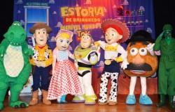 Los personajes de Toy Story visitaron el Teatro Fernández-Baldor